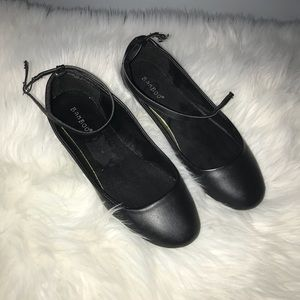 NWOT Bamboo black ankle wrap flats